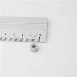 Power magnet, Ring 10x4x4 mm. Stærk magnet med hul i.