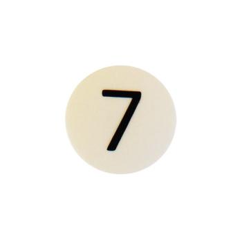 Hvid rund talmagnet med tallet 7